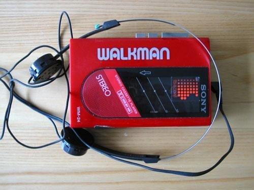 إلَيك 10 أجهزة إلكترونية قديمة لم نَعد نستخدمها الآن وَ لكنها لا تُنسى  WalkmanSony